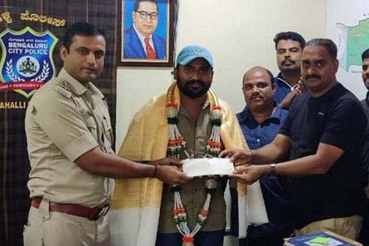 Reward given to auto driver for bravery by Bengaluru Police