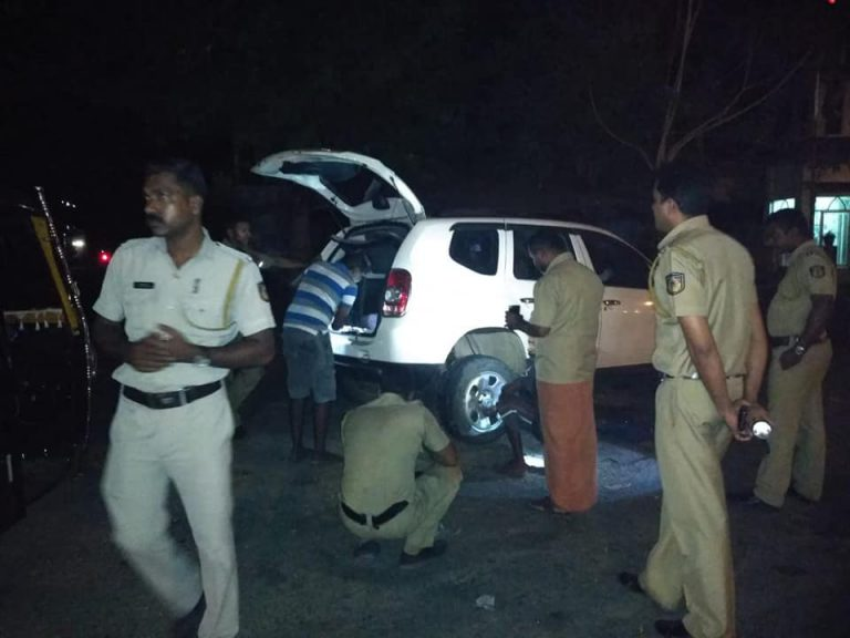 Chalakudy Highway Police help stranded woman on the road