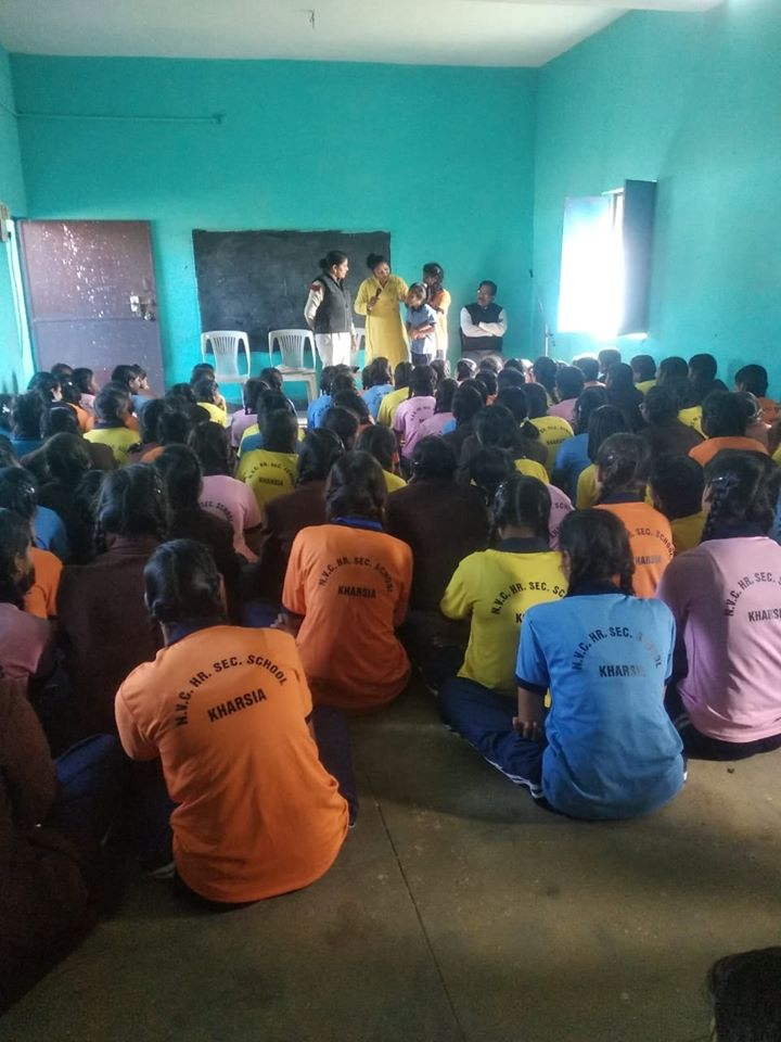 An awareness program was given by the Police Women Defense Team in Kharsia region to students  of Saraswati Shishu Mandir, New Vivekananda Convent and Higher Secondary School Madanpur