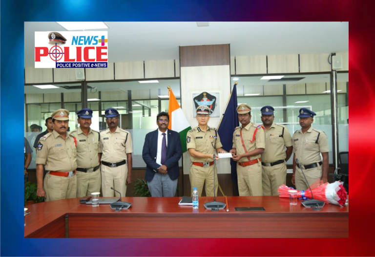 Andhra Pradesh DGP congratulated and presented gifts and cash price to the Special CID Branch