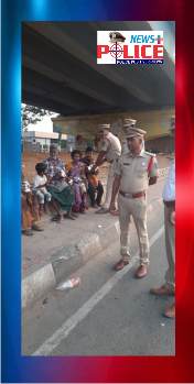 Madhapur Police distributed food packets to destitute