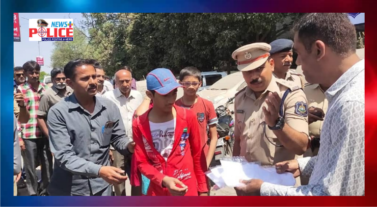 Handmake mask distributed to the citizens by Rajkot City Police