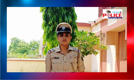 Mr. Abhay IPS DGP Odisha congratulated SI Ms. Debajani Chhatar for her commitment in duty