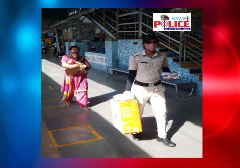 Haryana woman police constable help woman with child board the train with luggage