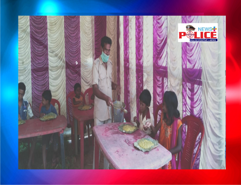 Deoghar Police provided free food to the needy people