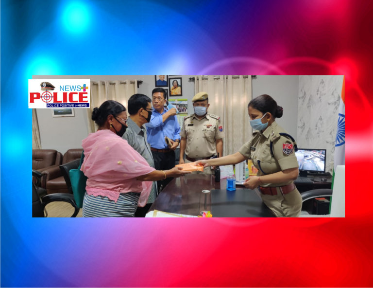 SP Ms Amrita Sinha, IPS hands over Rs.1 lakh to the family of Late Mr. Yumnam Basaraj Singh