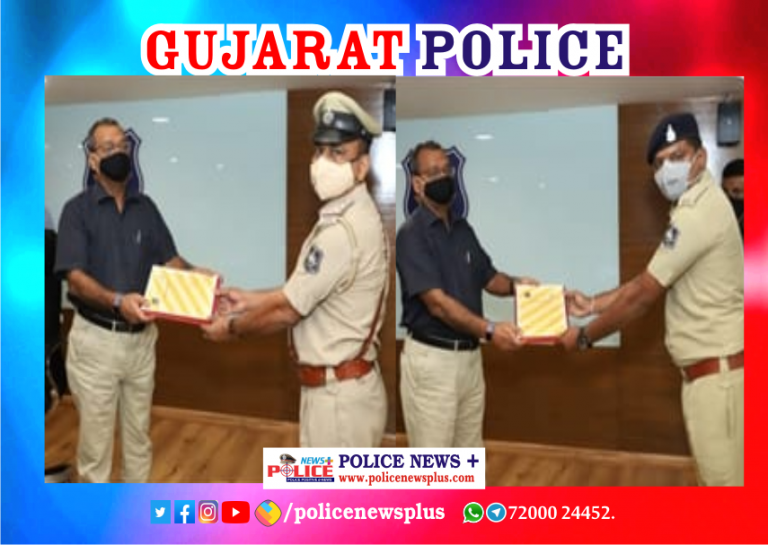 Gujarat DGP honored the police officers with 'e-Cop' award