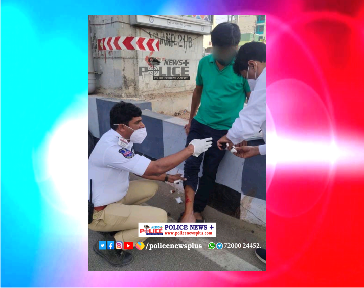 Traffic Police gave first aid to accident victim