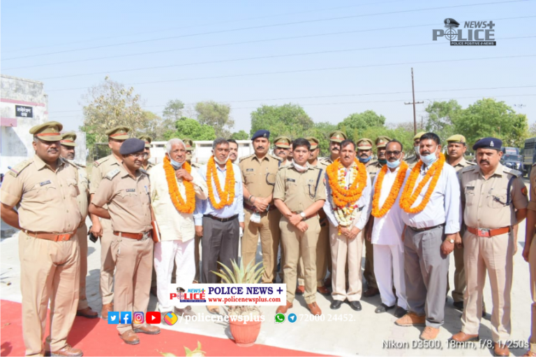 Farewell ceremony for retired police officers