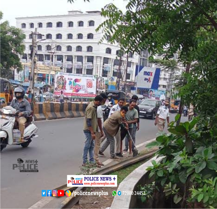 Traffic ASI Nukaraju cleared issue on the road