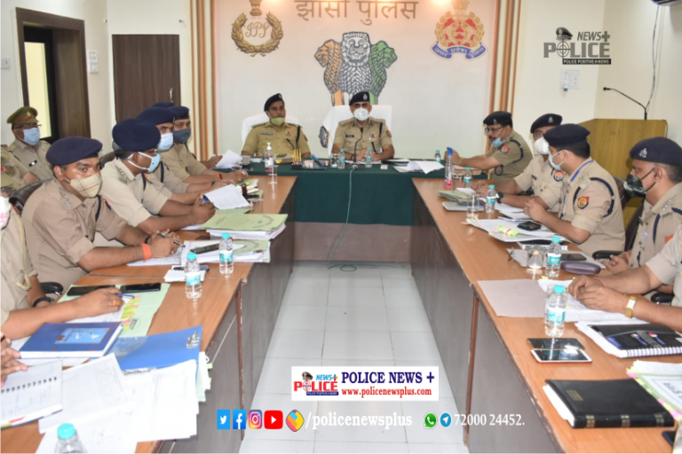 Jhansi Police held meeting to discuss the upcoming three-tier Panchayat Elections